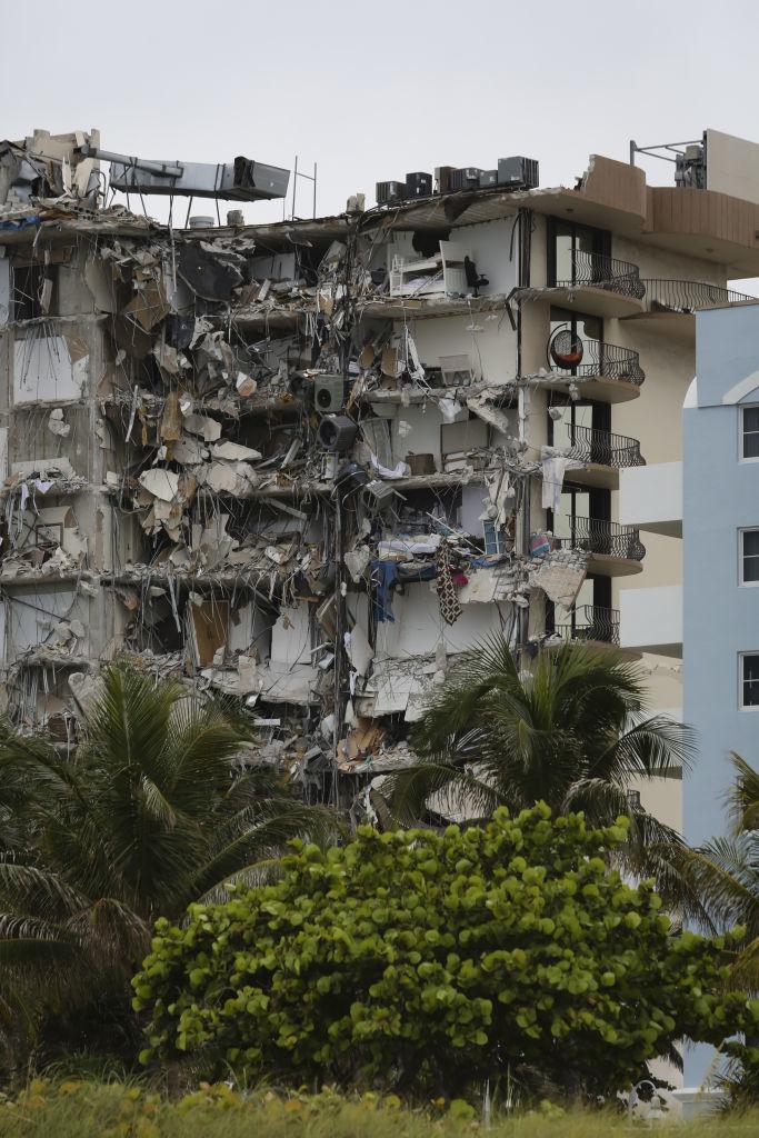 """<p>Вдовински добавя, че няма как само това да предизвика разрушението, но може да е един от факторите.</p>  <p>""""Ако една част от сградата се движи, може да бъдат предизвикани напрежение и пукнатини"""", обяснява той.</p>"""